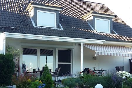 Einzelhaus mit großem Garten und schönen Fernblick - Reinbek - Ház