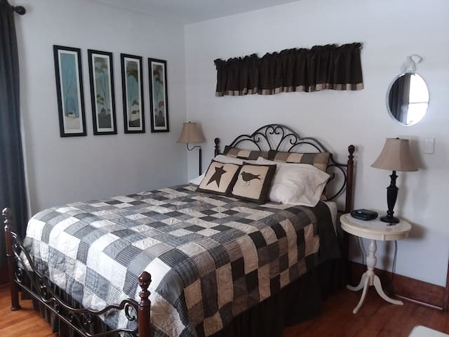 Molly's Manor B&B Family Suite (1 or 2 rooms)