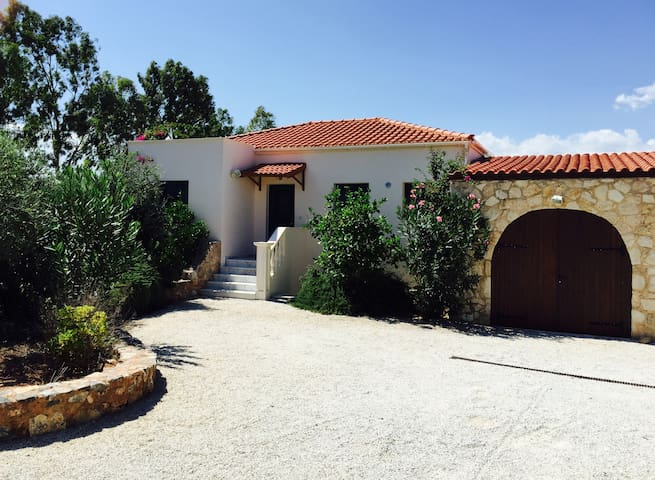 Luxury Family Friendly 4 Bed Villa - Litsarda - House