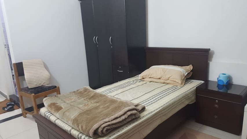 Private bed-room in DHA for female travellers