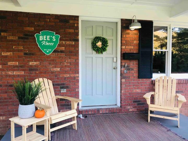 Bee's Knees🐝, Pets ok, large fenced yard, Firepit