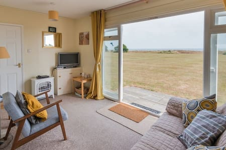 Tigh-Na-Mara, Winterton-on-Sea, direct access to beach, dog friendly