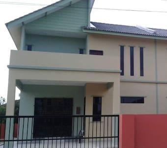 ASFAR Homestay (4 Bedrooms and 3 Bathrooms )