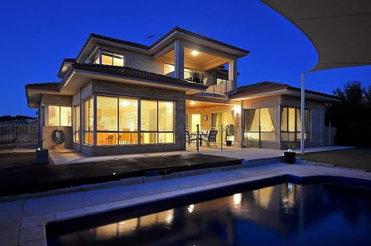 Oceanside Villa, beach and pool. - Quinns Rocks - Casa