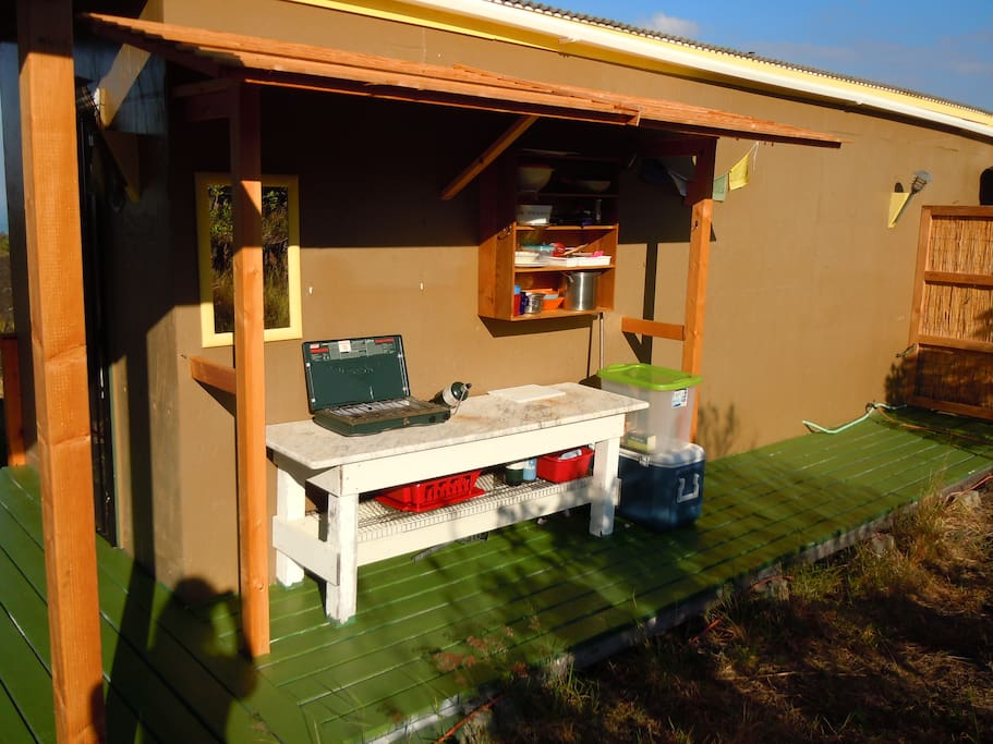 Outdoor kitchen, always a nice moment to cook during sunset