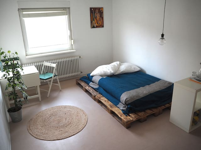 25 m2 private room close to everything you'll need - Mannheim - Flat