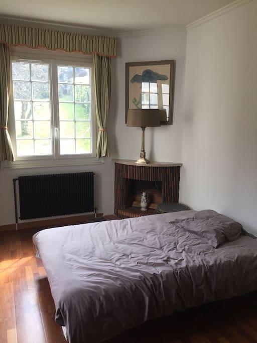 Studio avec chambre spacieuse lit double