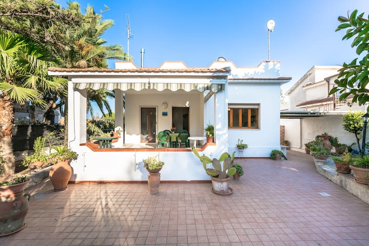 Villa 4 minutes from the beach - Fontane Bianche - Talo