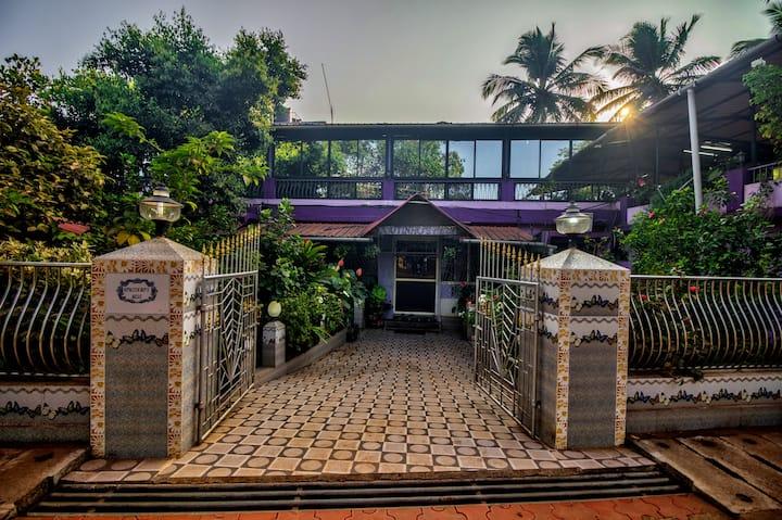 Azure De Goa by Leela Homes - Private Room F5
