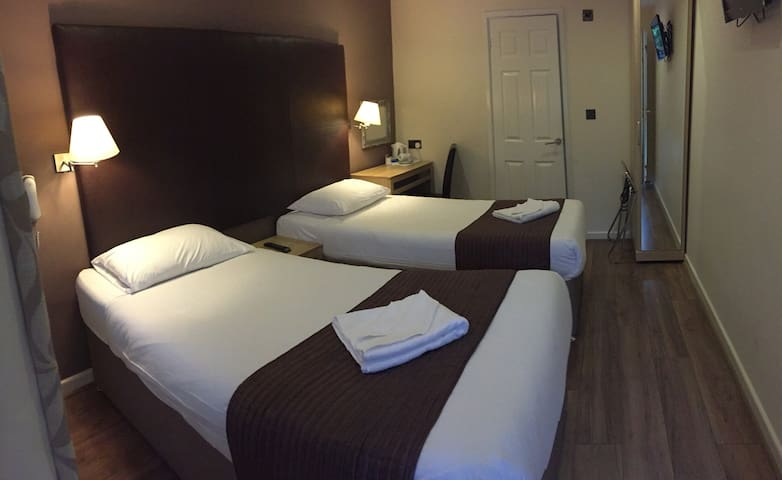 Gatwick Belmont Twin Room - Horley - Other