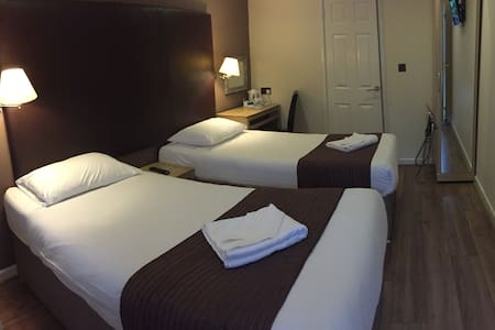 Gatwick Belmont Twin Room - Horley