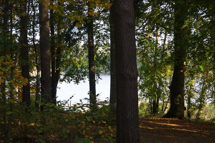 Ferien am Wasser mitten im Wald (Waldwohnung) - Lalendorf - Lägenhet