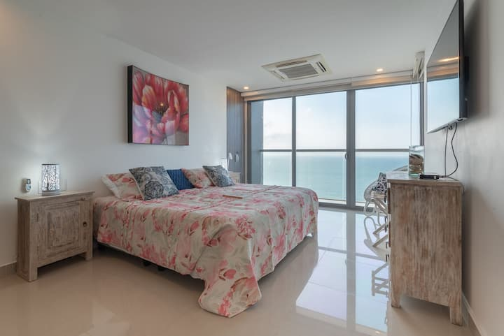 Spectacular 2BR Overlooking the Ocean at Morros City 3005
