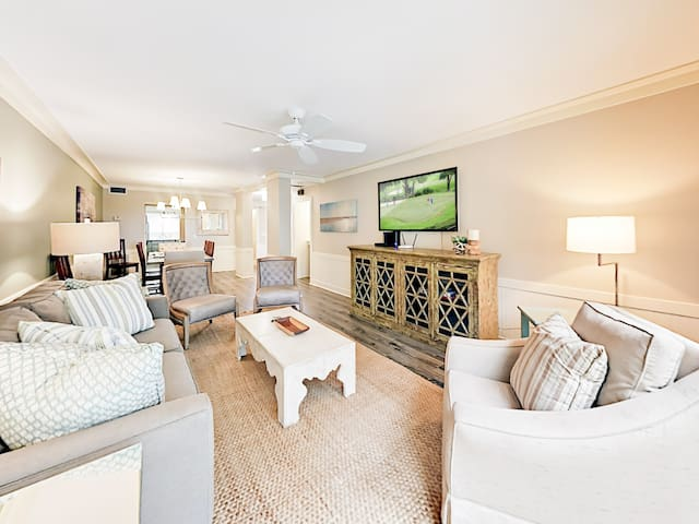 Elegant Harbourside Villa – Steps to Pool & Marina