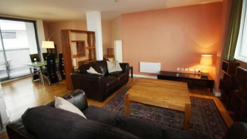 Ideally located 2BD penthouse - Leeds - Lägenhet