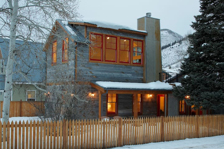 Remodeled Historic Cottage sleeps 8 - Minturn - 獨棟