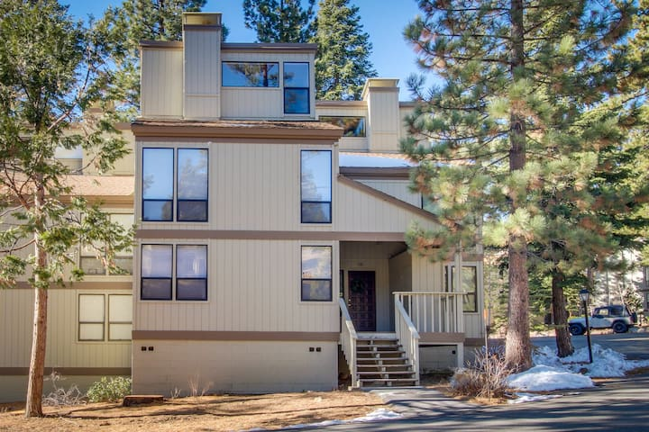 A shared seasonal pool and a great location near Northstar, beaches & casinos!