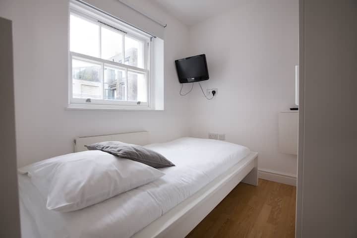 Tottenham Rooms by DC London Rooms R3C