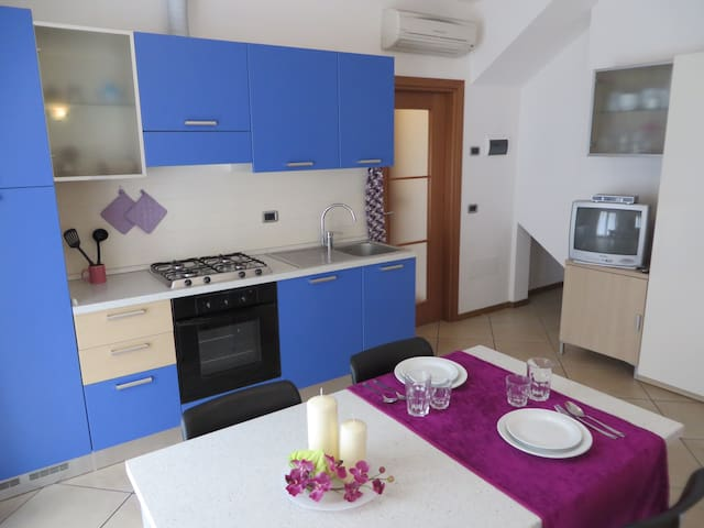 BRIGHT APARTMENT IN THE CENTER IN BELLA VILLA