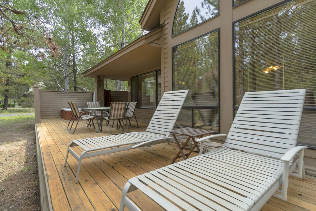 Newly refinished deck to enjoy the Central Oregon outdoors.
