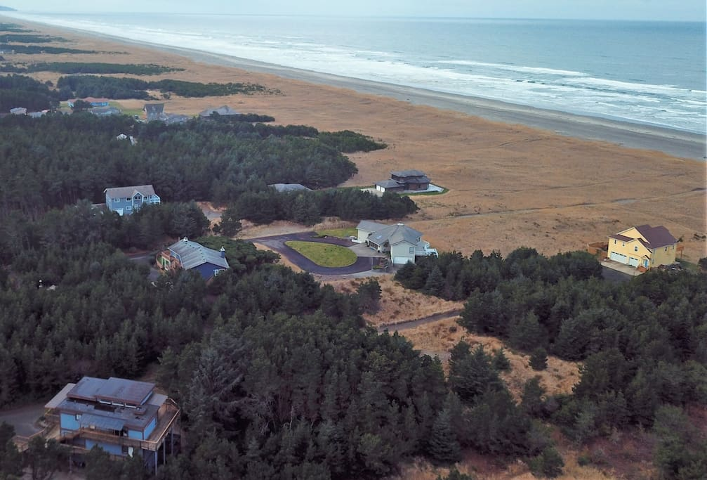 Come enjoy the pristine beauty of the Long Beach Peninsula. Admiral house is on the lower left.
