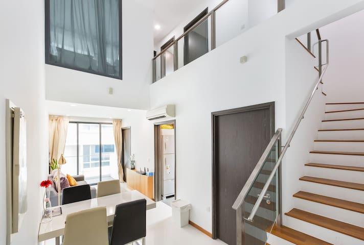 Spacious Sunny Penthouse @heart of East Coast
