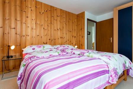 Ferienwohnung Casa Crestas 147, (Vignogn), 47000B, Apartment with Shower/Toilet for max. 6 People