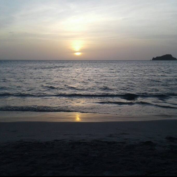 A pasos de la playa, Rodadero Santa Marta, ven a disfrutar de los hemosos atardeceres y placer del mar