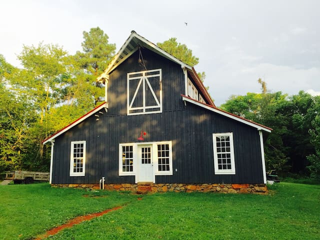 Vintage Barn at Mulberry Springs - Stanardsville - บ้าน