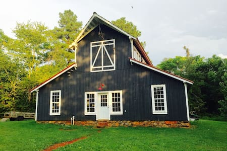 Vintage Barn at Mulberry Springs - Stanardsville