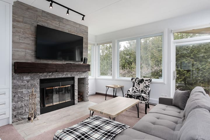 Ski In Out 1 BR, Sleeps 6  Cachet Crossing (74583)