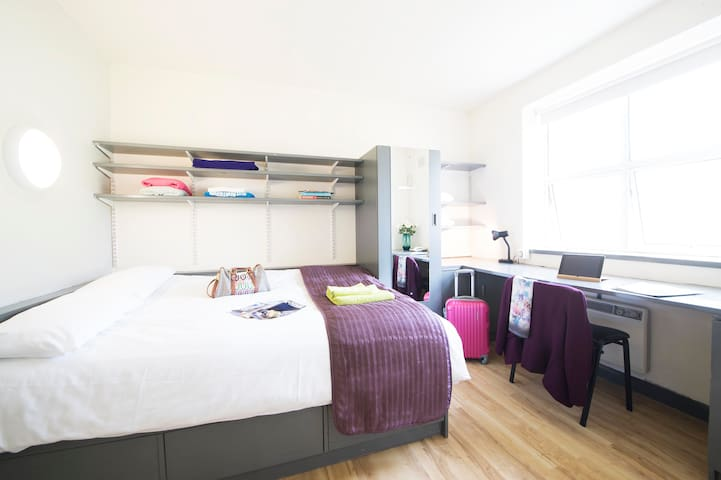 Double Bedroom Shared Bath - Budget
