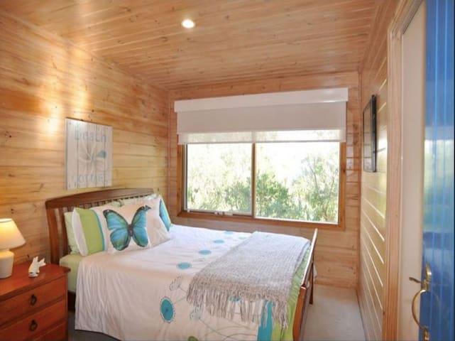 Bedroom No. 2 - Queen Bed