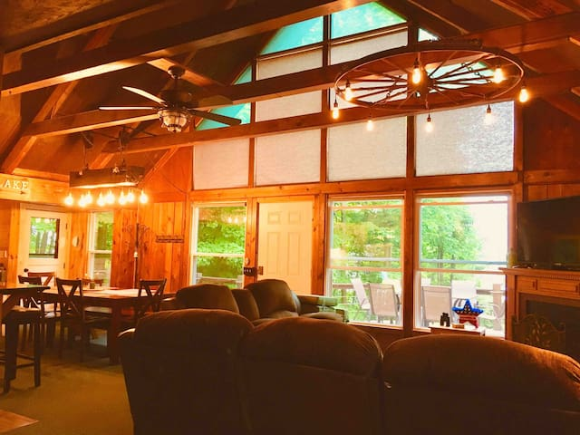 Bemus Point Cottage with a Lake View