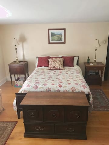 Tatum's retreat. Upstairs bedroom. Full bed sleeps 2. There is room for a mat on the floor