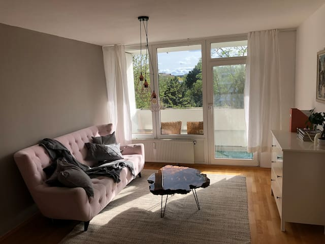 Bright & sunny apartment by train station