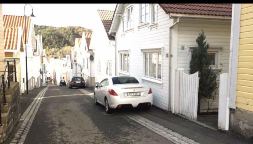 Lite, koslig hus i «hjertet» av Egersund