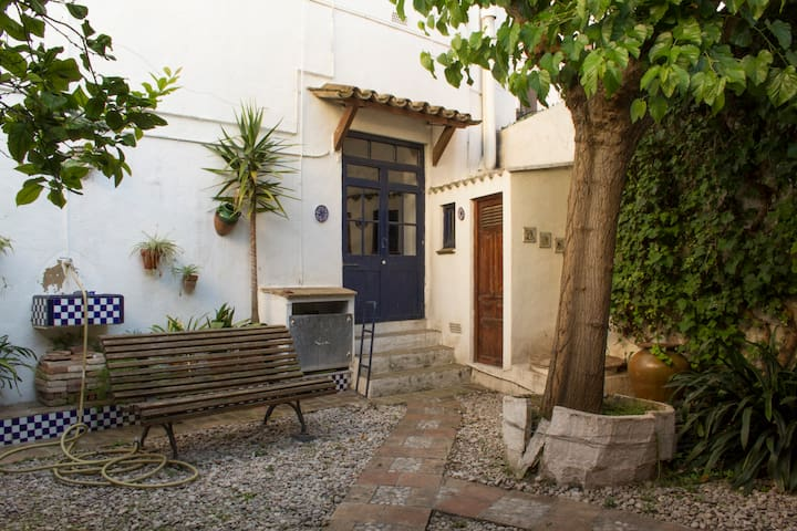 Catalan rustic house in old town Cubelles - Cubelles - Casa