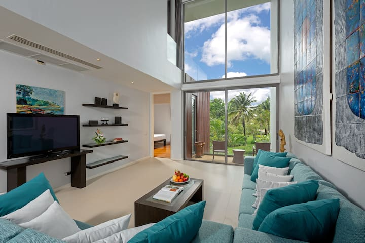 NEW 300 Sqm Duplex Condo, 10 mins walk to beach!!