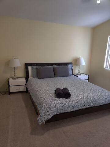 Cozy Master Bedroom Close to Strip Stadium