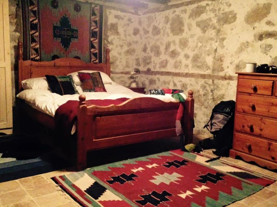 Cosy bedroom with double bed. Towels and bed linen provided