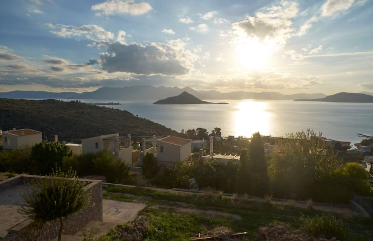 Villa Petra Luxurious with an amazing view to the sea - Aegina - วิลล่า