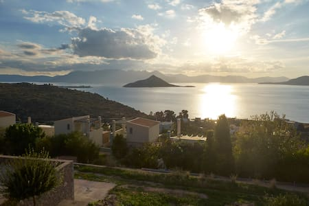 Villa Petra Luxurious with an amazing view to the sea - Aegina