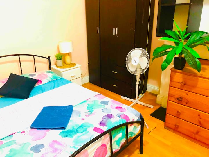 Cosy private room in very central location !