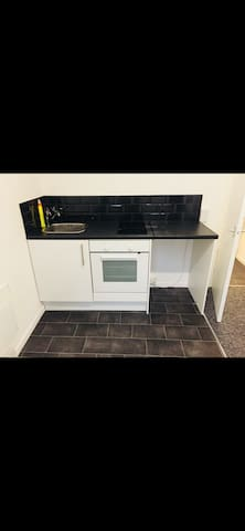 Cosy One Bedroom Apartment / Kitchenette & Ensuite