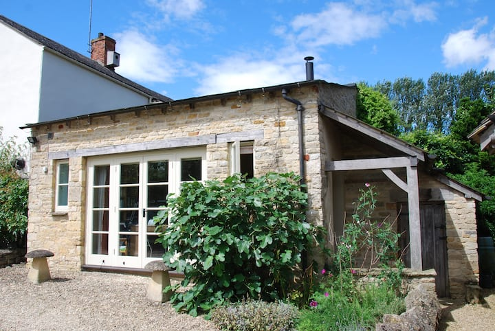 The Barn in the Cotswolds.Great location.Superhost