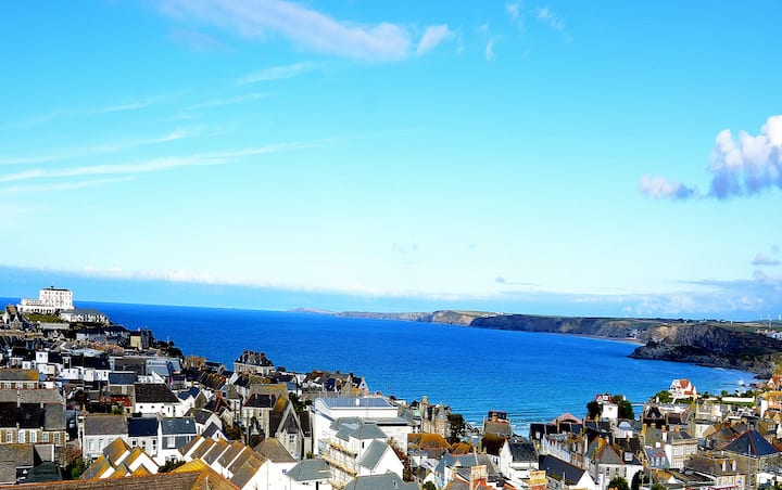 THE NEST - SUPERB PERIOD TOWN HOUSE WITH SEA VIEWS