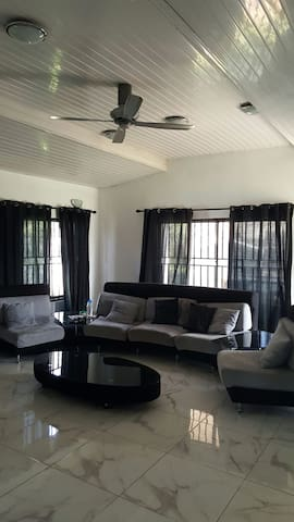 Family Guest Hosting Blue Room - Accra - Ev