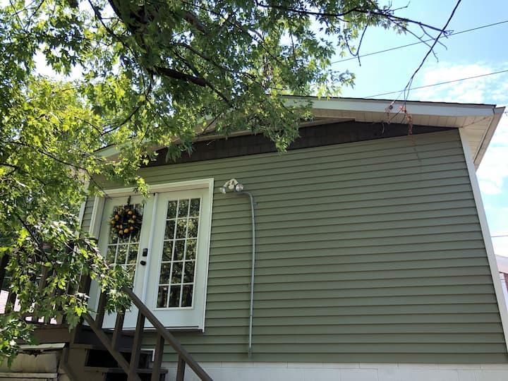 Charming Studio Apartment in Roanoke Terrace
