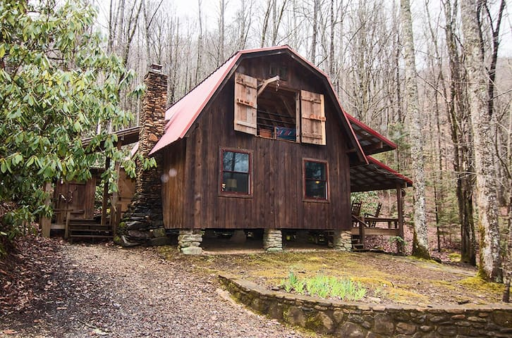 Tiny Glamping Barn for Four on Mountain Stream - Robbinsville - Cabaña